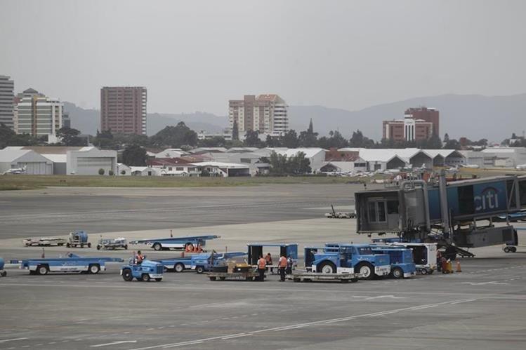 El legislador fue detenido por varias en el Aeropuerto Internacional La Aurora. (Foto Prensa Libre: Hemeroteca)