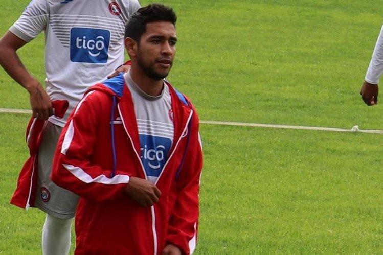 Cristian Albizuris compartió su alegría por el gol marcado con la camiseta chiva. (Foto Prensa Libre: Raúl Juárez.