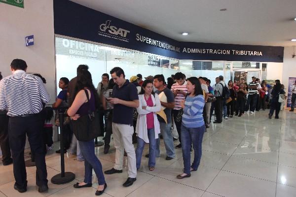 <p>La SAT ya a reconocido en varias ocasiones que no podrán alcanzar la meta tributaria. (Foto Prensa Libre: Archivo)<br></p>