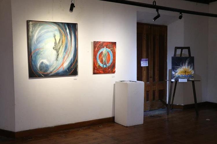 En el centro cultural hay tres galerías de arte para que los artistas puedan exponer sus obras. (Foto Prensa Libre: María José Longo)