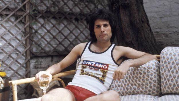 Freddie Mercury nació en 1946, en Zanzíbar, Tanzania, y pasó la mayor parte de su infancia en la India antes de que su familia se mudara a Inglaterra en 1964. GETTY IMAGES