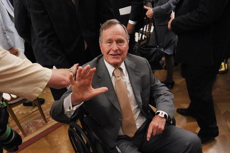 George H. W. Bush padece de un tipo de Parkinson que lo ha dejado en silla de ruedas.