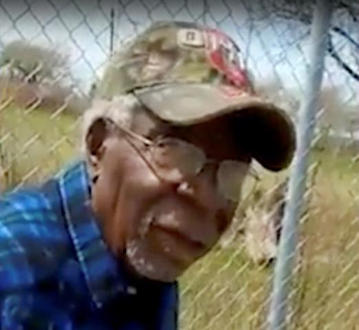 Captura de video de Robert Godwin, momentos antes de ser asesinado por Stephens. (Foto Prensa Libre: AP)