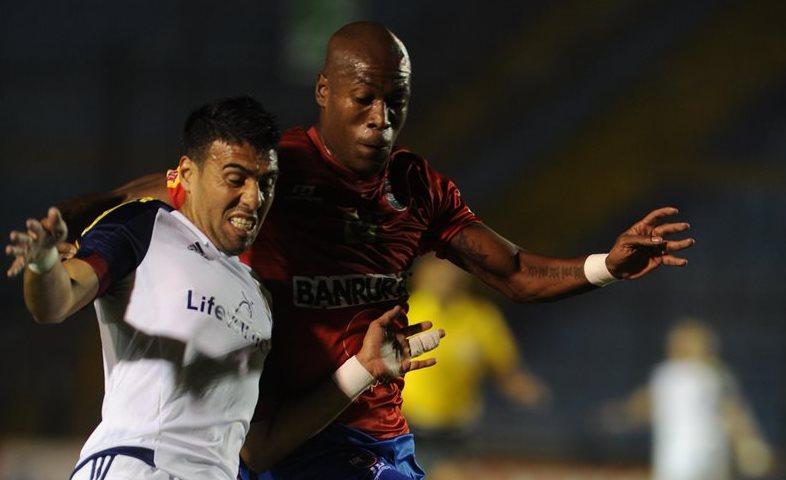 Los rojos cayeron 0-1 frente al Real Salt Lake en el juego de ida, el pasado 4 de agosto en el Mateo Flores. (Foto Prensa Libre: Hemeroteca PL)