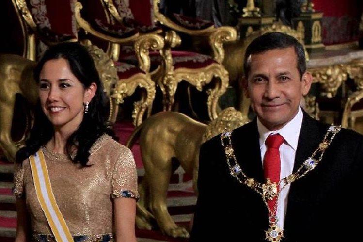 Nadine Heredia (izq.) en compañía el expresidente de Perú, Ollanta Humala, en una imagen del año pasado. (Foto Prensa Libre: AFP).