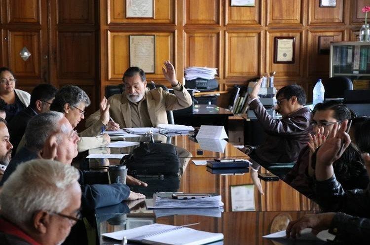 El Concejo se reunió el 1 de mayo para aprobar las comisiones que organizarán la Xelafer 2018. (Foto Prensa Libre: María José Longo)