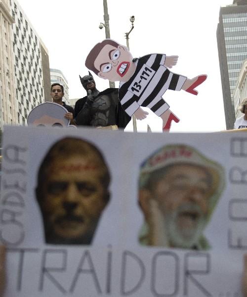 Protestan contra el gobierno de Dilma Rousseff, y del expresidente Lula Da Silva.
