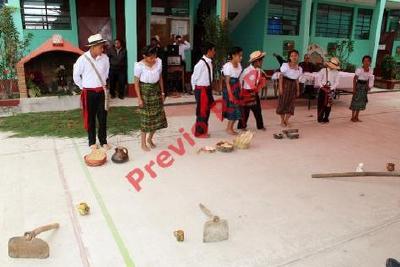 Estudiantes de Quiché durante la conmemoración del Día de la Lengua Materna. (Foto Prensa Libre: Óscar Figueroa)