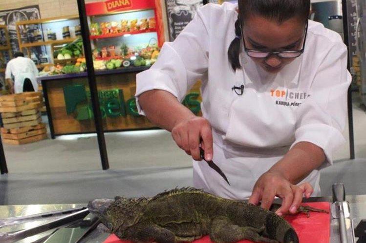 La transmisión en vivo de Top Chef recibió duras críticas por preparar platillos de iguana. (Foto Prensa Libre: Jose Rafael / Facebook)