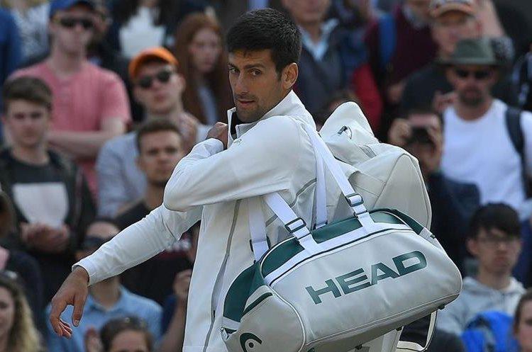 El serbio Novak Djokovic no pudo concluir su partido de cuartos de final. (Foto Prensa Libre: AFP)
