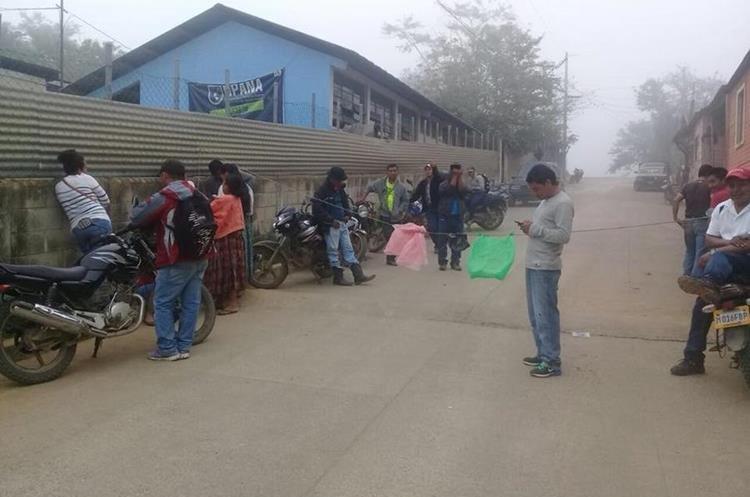 Escuelas de Senahú y Panzós resultaron afectadas por la falta de maestros. (Foto Prensa Libre: Eduardo Sam)
