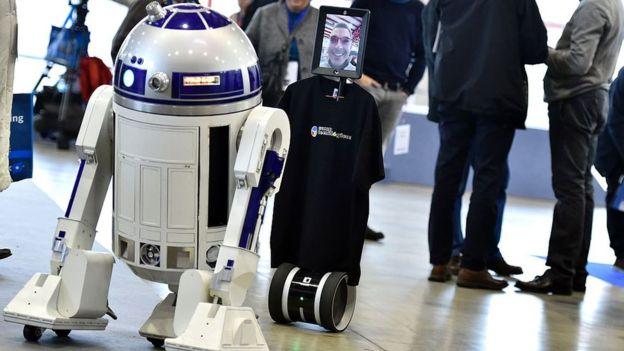 """El robot de Knightscope recuerda a R2-D2, el mítico personaje de """"La guerra de las galaxias"""". AFP"""