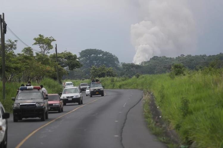 Las personas que se encontraban cerca del área afectada fueron evacuadas de urgencia del Volcán de Fuego. (Foto Prensa Libre: Érick Ávila)