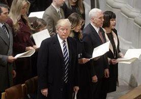 El presidente de EE. UU. Donald Trump, (primero de izq. a der.) ha tenido una agenda cargada en las últimas horas. (Foto Prensa Libre: EFE).
