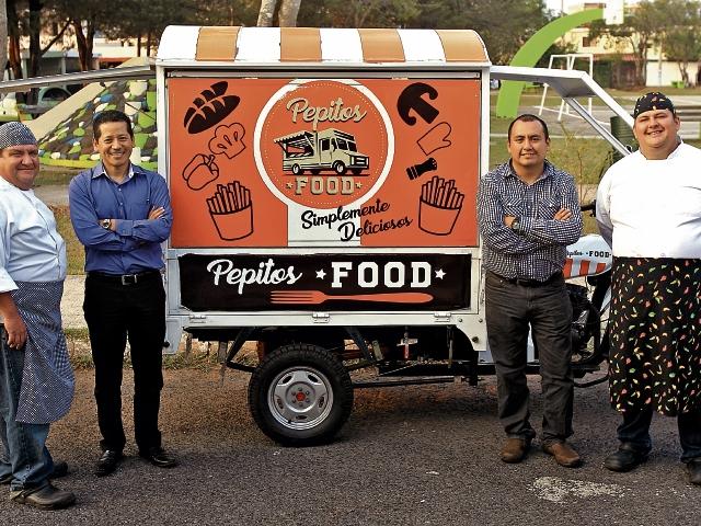 Carlos Calderón, Nilson Castillo, Donald Mazariegos, y Pablo Calderón, son los creadores de Pepitos Food. (Foto Prensa Libre: Esbin García)