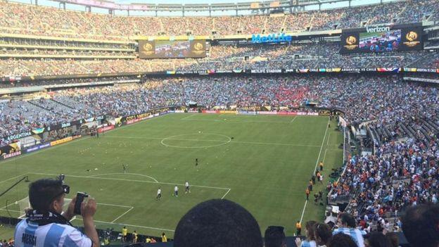 Claudio Rodríguez tomó la imagen desde esta zona del estadio. (Foto cortesía de La Nación/Claudio Rodríguez)