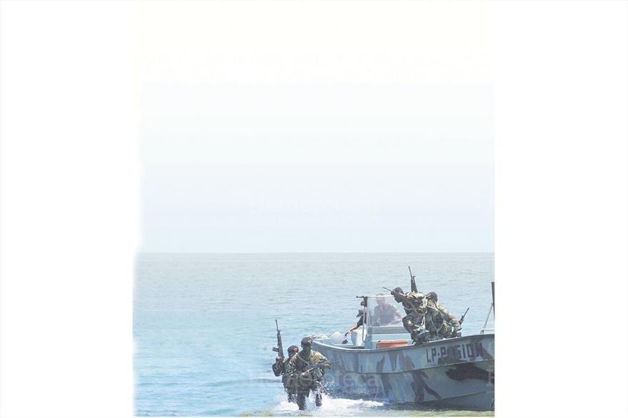 Soldados de la fuerza élite Kaibil realizan, entrenamiento en las costas del Pacífico.(Foto: Hemeroteca PL)