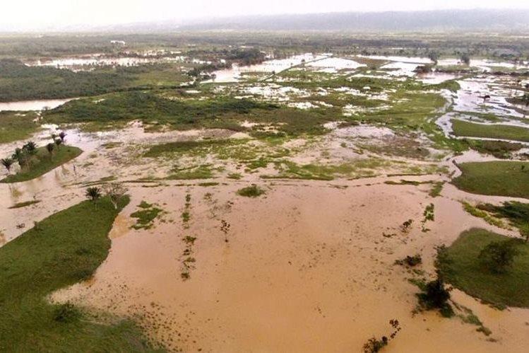 Magnitud de las inundaciones en Morales, Izabal. (Foto Prensa Libre: Cortesía Eddy Guzmán).
