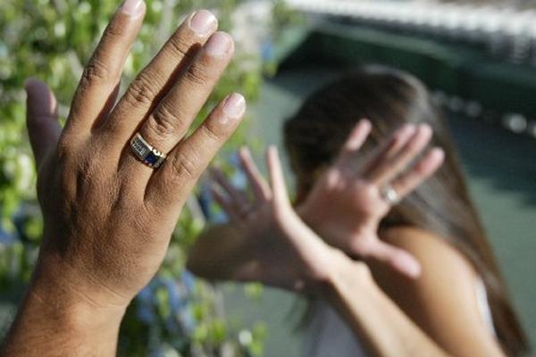 La violencia contra la mujer es el delito más denunciado en la actualidad (Foto Prensa Libre: Hemeroteca PL).