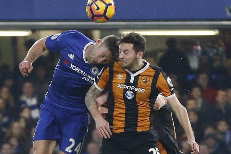 El centrocampista del Hull City Ryan Mason evoluciona favorablemente de la fractura craneal que sufrió el pasado domingo. (Foto Prensa Libre: AFP)