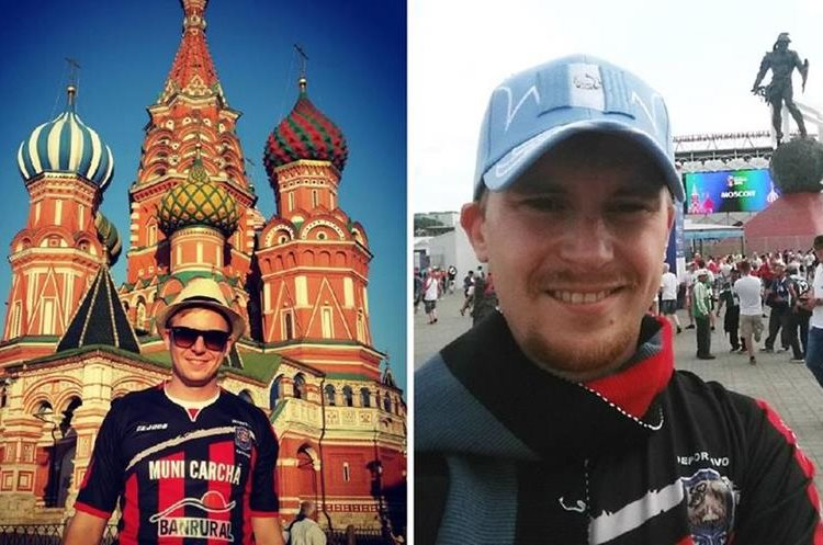 Andrey Byakin posa con la camisola de Carchá en Moscú. (Foto Prensa Libre: Cortesía Andrey Byakin)