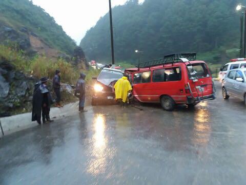 Automotores accidentados en San Pedro Carchá. (Foto Prensa Libre: Eduardo Sam).