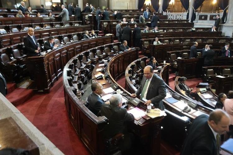 La Contraloría encontró que al menos 87 diputados habrían tenido más empleados de los que les permite la Ley. (Foto Prensa Libre: Hemeroteca PL)
