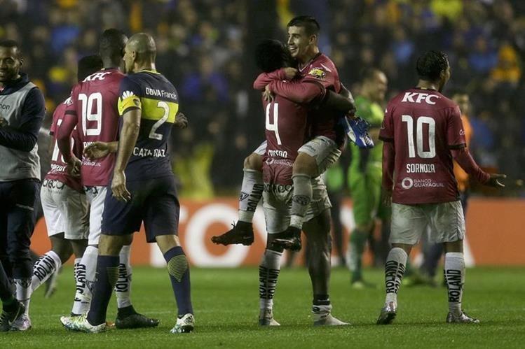 Jugadores de Independiente del Valle festejan al final del encuentro frente a Boca Juniors. (Foto Prensa Libre: AFP)