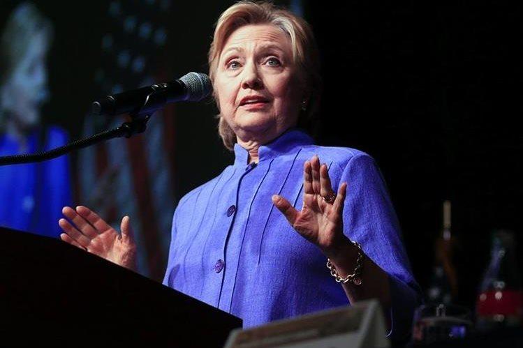 Clinton, durante un discurso proselitista en Chicago. (Foto Prensa Libre: EFE).