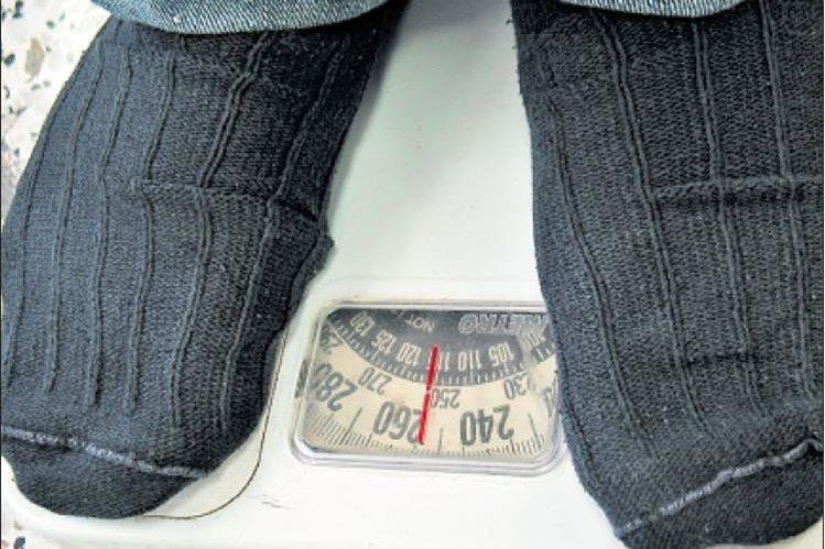 Adolescentes con obesidad pueden padecer trastornos alimenticios como anorexia y bulimia. (Foto Prensa Libre: Hemeroteca PL)