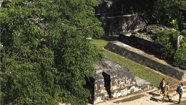 Algunos de los incendios han llegado a pocos kilómetros de Tikal uno de los principales lugares antropológicos de Guatemala. (AFP)