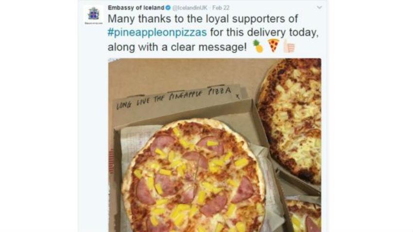 """En Londres, alguien envió una pizza a la embajada de Islandia con un mensaje: """"Larga vida a la pizza con piña"""". (TWITTER)"""