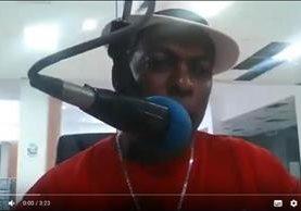 El locutor dominicano durante su último programa que transmisió. Recién acababa de comentar el escándalo de corrupción de Odebrecht y sus posibles repercusiones en República Dominicana. YOUTUBE