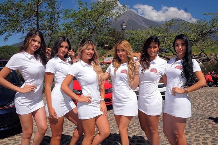 Seis edecanes colombianas le dan ambiente al Abierto de Gol guatemalteco. (Foto Prensa Libre: Carlos Vicente)