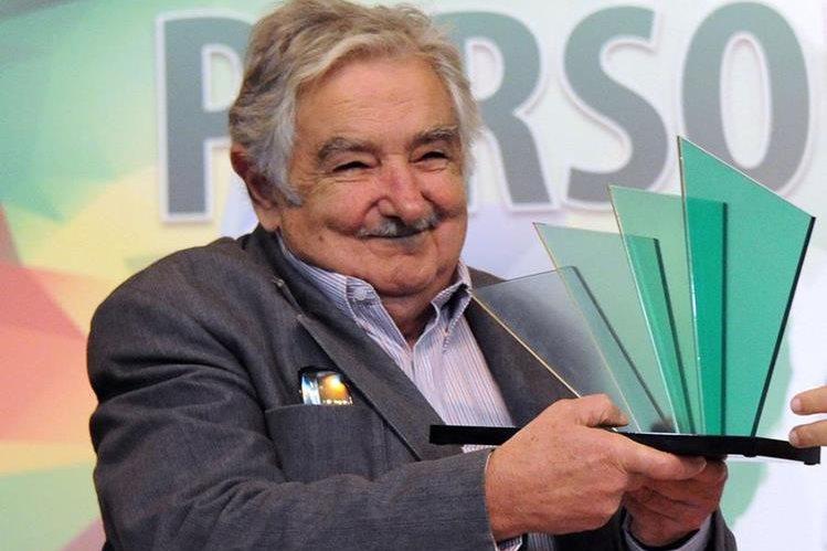 <em>Mujica recibió un premio en Rio de Janeiro, Brasil. (Foto Prensa Libre: AFP).</em>