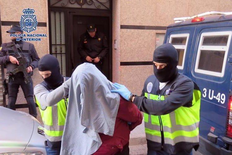 La Policía difundió las fotografías del arresto. (Foto Prensa Libre: AFP).