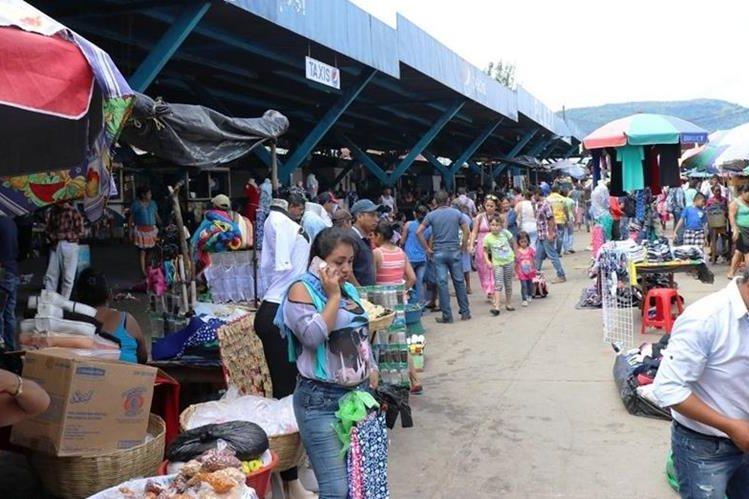 Pobladores han visto positiva la decisión las autoridades ediles. (Foto Prensa Libre: Mario Morales).