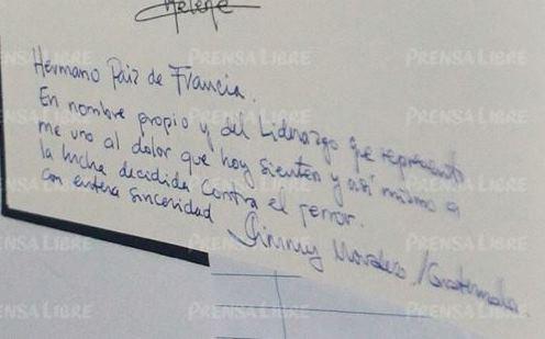 Este es el mensaje que el mandatario electo, Jimmy Morales, escribió en el libro de condolencias. (Foto Prensa Libre: Álvaro Interiano)
