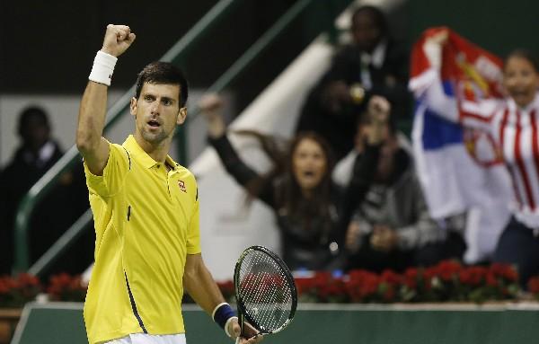 Novak Djokovic festeja el triunfo y el pase a la siguiente ronda. (Foto Prensa Libre: AFP)