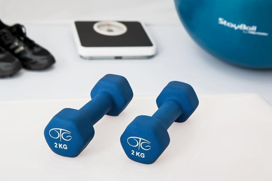 Utilizar pesas es una de las sugerencias del geriatra para fortalecer los musculos. (Foto Prensa Libre: Hemeroteca PL).