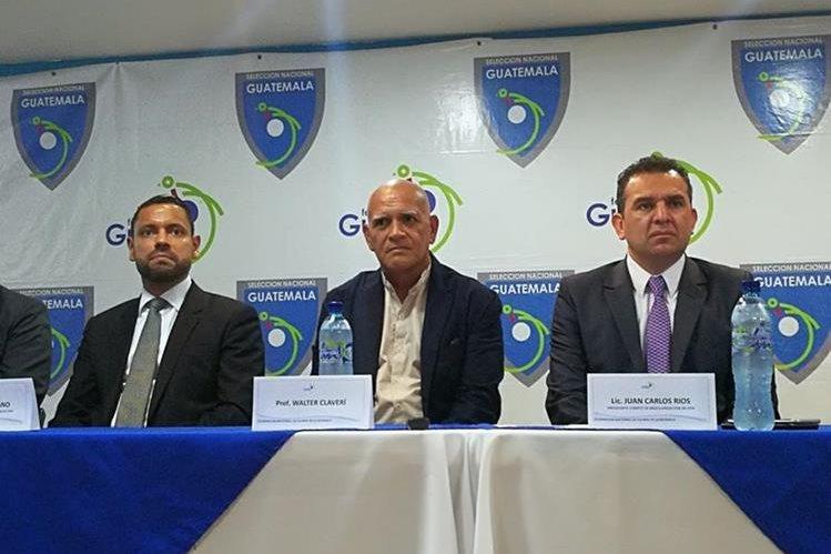 Wálter Claverí -centro- fue presentado este miércoles como el técnico de la Selección de Guatemala. (Foto Prensa Libre: Carlos Vicente)
