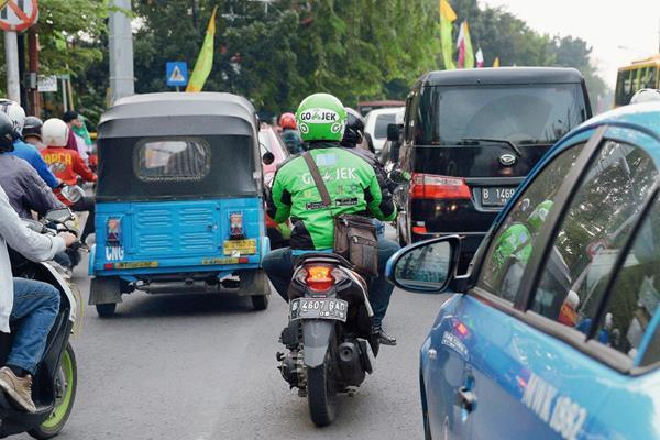Las motocicletas son utilizadas de taxi. (Foto Prensa Libre: AFP).