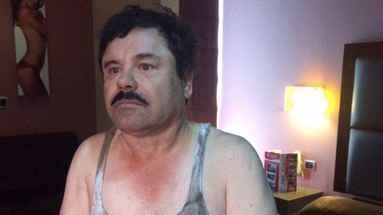 Imagen de la captura del Chapo en la que se ve al fondo a la modelo brasileña. (Foto Prensa Libre: Hemeroteca PL)