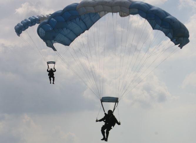 Paracaidismo, aeromodelismo, acrobacias de BMX, comida, música y más podrá disfrutar el próximo sábado. (Foto Hemeroteca PL)