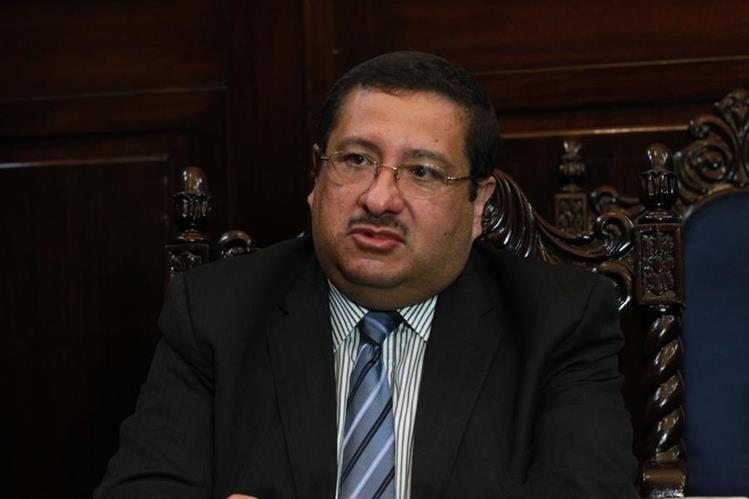 Dorval Carías, ministro de Finanzas, expuso que buscan los mecanismos para cumplir con el pago del servicio de la deuda.