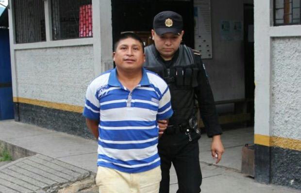 Abraham Molina fue detenido cuando transportaba 30 libras de marihuana en un costal. (Foto Prensa Libre: Gobernación)