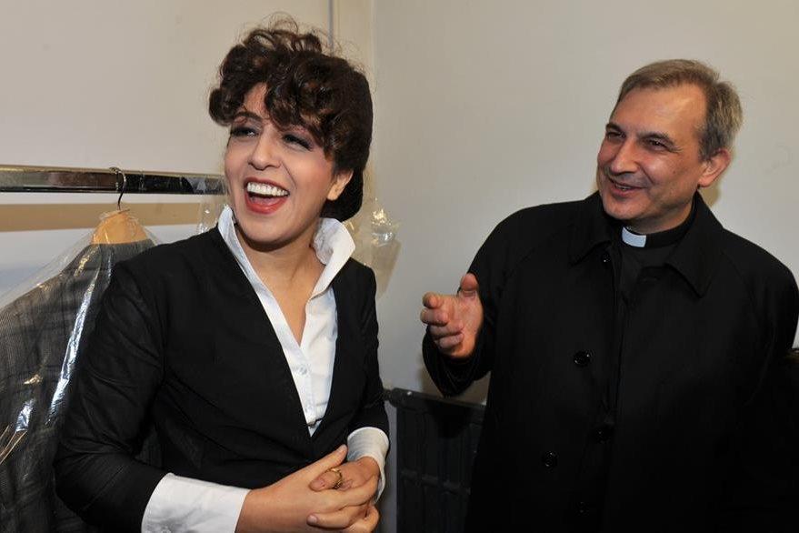 Monseñor Lucio Ángel Vallejo Balda (derecha), junto a Francesca Chaouqui, en enero de este año.(Foto Prensa Libre: AFP).