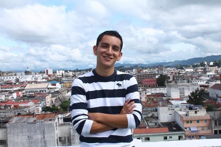 Joven guatemalteco crea tutoriales para que los guatemaltecos aprendan un nuevo lenguaje. (Foto Prensa Libre: Josué León)