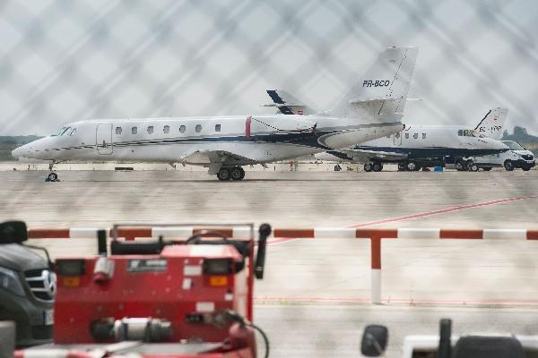 El jet privado de Neymar está a la espera del futbolista. (Foto Prensa Libre: AFP)