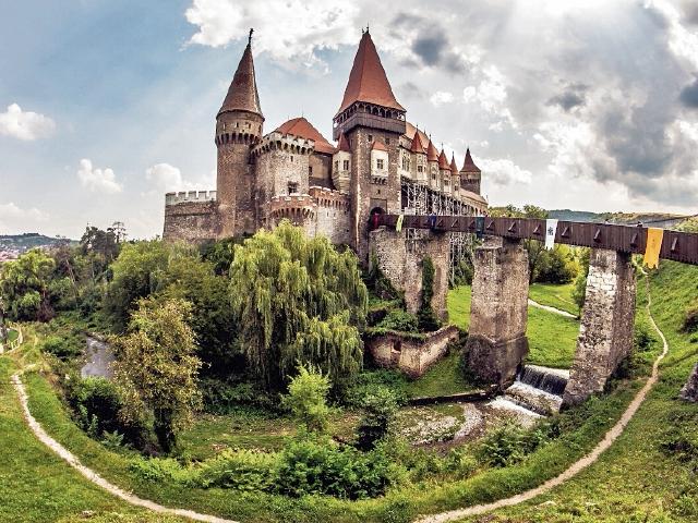 Vista de la fortaleza en la que se presume que  estuvo prisionero el Príncipe Vlad Tepes.